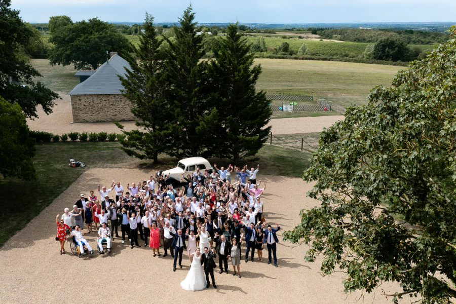 Photo de groupe mariage chateau eperonniere © Jérémy Fiori
